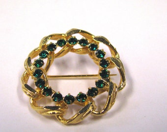 Vintage emerald rhinestone soldered textured figaro chain circular wreath brooch gold tone wear or repurpose
