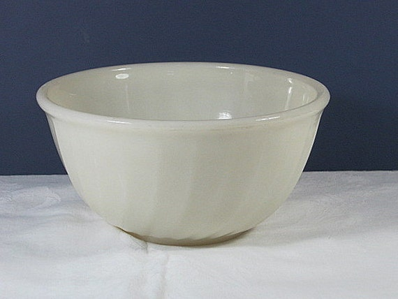 SALE  Vintage CUSTARD GLASS Bowl Cream Colored Milkglass  Fire King Oven Ware
