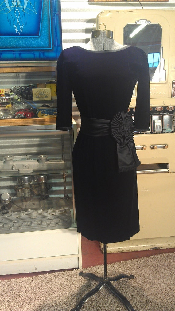 1950s Designer Molly Parnis of New York Black Velvet Fredrick's Of Hollywood Style Wiggle Cocktail Party Couture Dress Small