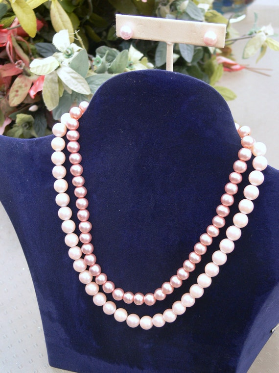 hand dyed  pink pearl necklaces and post earrings