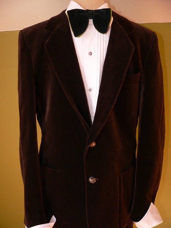 Men's velvet blazers come in different color options to choose from. Some of the most attractive and opted color options in velvet blazers for men include the dark red velvet blazer, blue velvet blazer mens, burgundy velvet blazer mens, royal blue velvet blazer, men's .