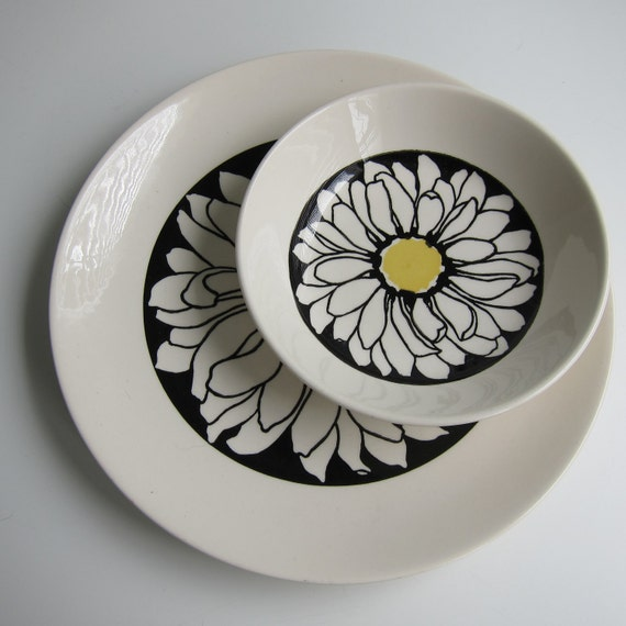 """Royal China on Royal Ironstone Dinner Plate & Cereal Bowl """"It's a Daisy"""" Pattern"""