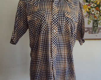 SALE 25% Off///Vintage CAMPUS Western Style Pearl Button-Down Shirt-Sleeved Plaid Men's Shirt, Size M