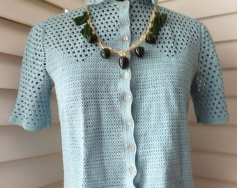 1930s - 40s Woven knit blouse with LUCITE buttons in Baby Blue