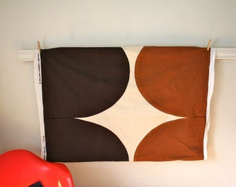 "vintage 60s MARIMEKKO fabric / brown ""Istuva Harka"" / 3.9 yrds"