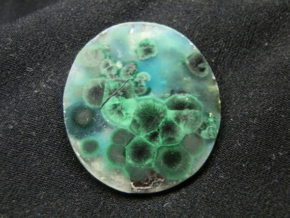 Malachite & quartz botriodal pattern. 36 x 32mm.