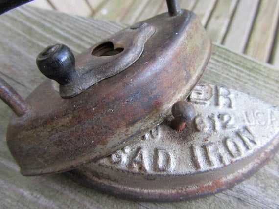 Antique Dover Cast Iron Sad Iron Clothes Iron No. 912 salesman sample Epsteam Black