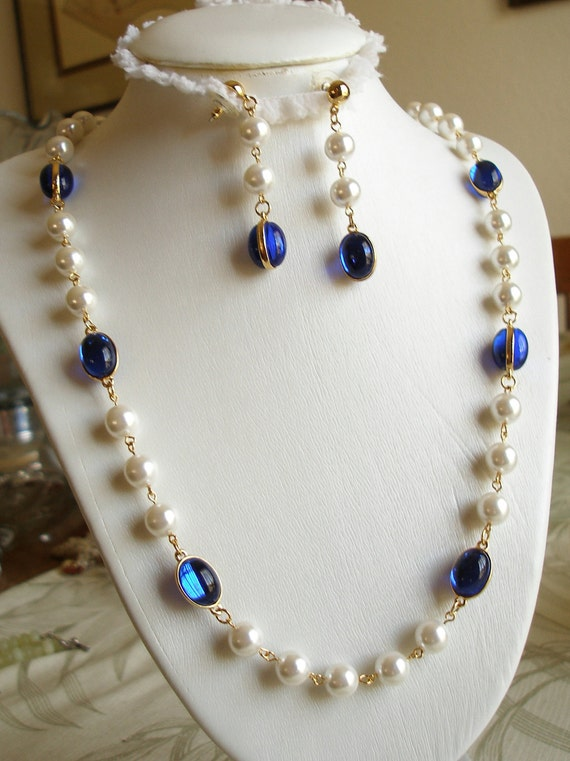 Vintage Necklace Large Pearls, Blue Sapphire Glass, with Earrings, Goldtone, Excellent Condition, Womens Jewelry