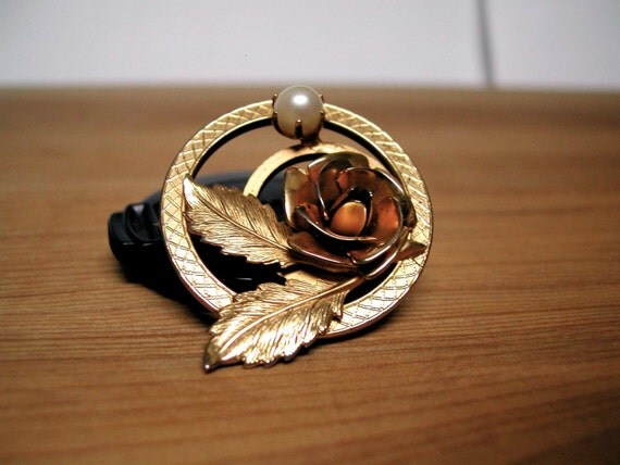 SALE 50% off: Vintage goldtone pearl circle brooch, with rose and leaves