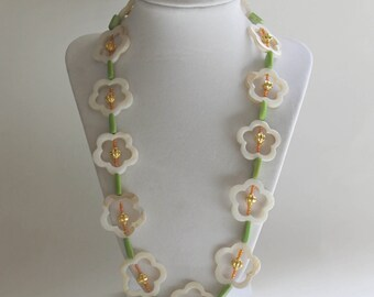 Long flower necklace with mother-of-pearl beads spring and summer