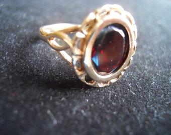 Old English Bohemian Garnet Hallmarked 9K Gold  Ring Size 6.5