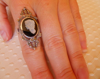 Sterling Silver Onyx and Mother of Pearl Cameo and Marcasite Ring