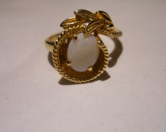 Unique Vintage 14 KT Yellow Gold Opal Ring Size 5 3/4
