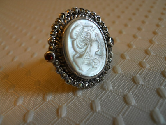 Sterling Silver/Garnet Mother of Pearl Cameo Ring  Size 6 3/4