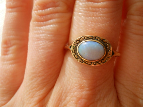 Very old Australian Opal Engraved Gold Ring  Size 7 3/4