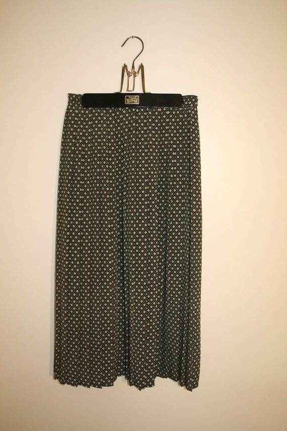 1980's Black and Yellow Pleated Skirt