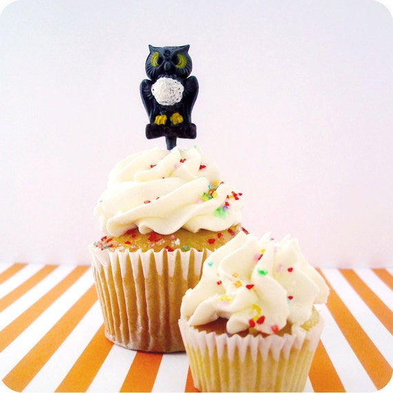 Spooky Owl Cupcake Toppers - 12 Vintage Inspired Cupcake Picks
