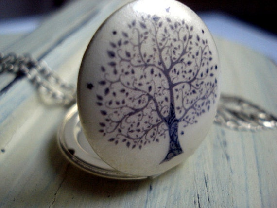 Delicate Tree of Life - Mattfinished silver locket necklace with filigree tree and leaf