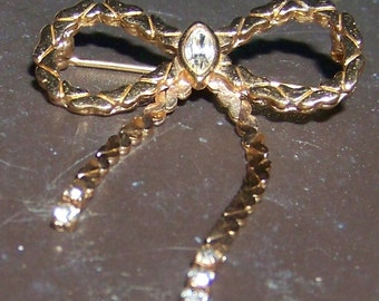 Vintage AVON Goldtone Chain Link Bow Design Brooch / Pin with Clear Rhinestones