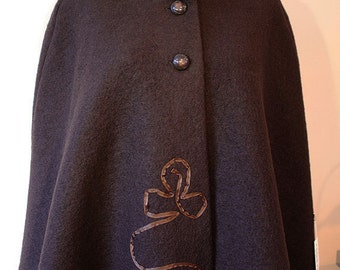 SALE Clover-woolcape with ribbon embellishment, size L