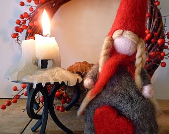 Winter gnome in red: Christmas Decoration