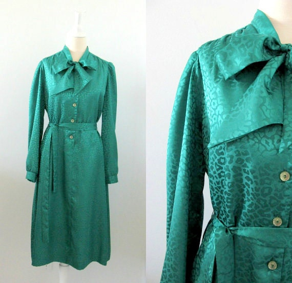 On Sale Vintage 1970s Emerald Green Shirt Dress w/ Ascot Bow - Large xLarge by Kufrin's