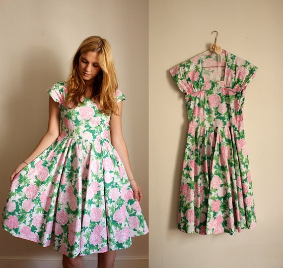 1950s Dress / 50s Floral Dress  Pink and Green Flowers / Full Skirt  / 28 Waist