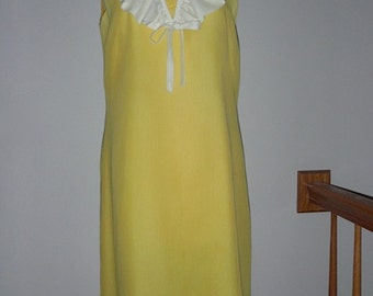 Price Reduced 31.00 -- Beautiful 1950s Yellow A line Dress With Ruffle