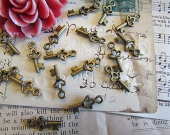 25 Bronze Key Charms - Antique Bronze - 18x7mm - Ships IMMEDIATELY from California - BC103
