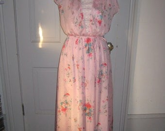 SALE ON CLOTHES Vintage Floral Dress.