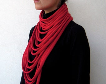 The padaung scarf - handwoven in red jersey fabric