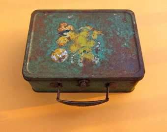 Vintage Lunch Box Metal Green Rusty Bear Duck Chicken