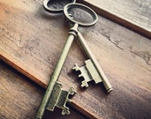 Skeleton Key Charms, Antique Bronze, Large Jailer Key, Vintage Jewelry Supplies (BD070)