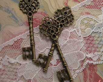 4 - Skeleton Key Charms, Antique Bronze, Large Victorian Key Pendant, Vintage Jewelry Supplies (BD120)
