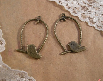 Bird Charms, Antique Bronze, Swinging Bird, Vintage Jewelry Supplies (BD101)