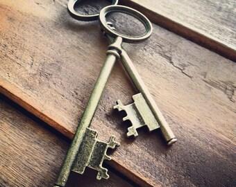 Skeleton Key Charms, Antique Bronze, Large Jailer Key, Vintage Jewelry Supplies (BD070)