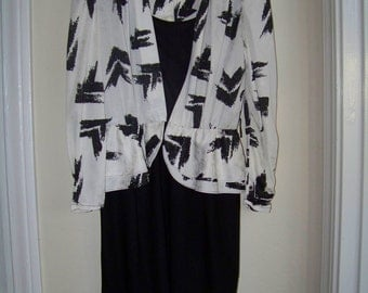 Adorable womens Black and White Dress.