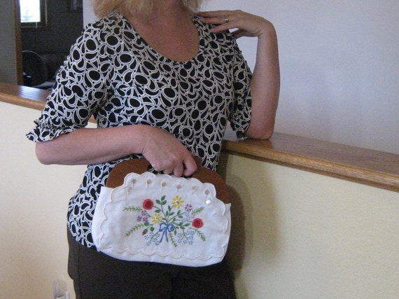 Vintage white purse with hand stitched crewel flowers.  Wooden handle.