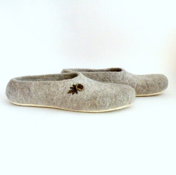 Women felted slippers Neutral - natural beige brown roses - made to order  - eco friendly - Valentine day gift
