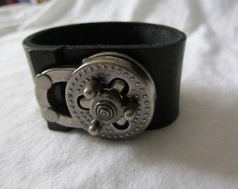Leather heavy cuff bracelet in black with turn lock