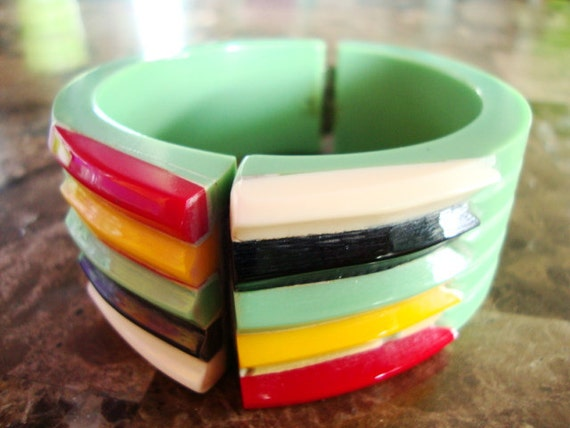 GREEN MULTICOLOR PHILADELPHIA Red White Green Black And Yellow Fins Hinged Heavy Hand Carved Laminated Resin Bangle Clamper Bracelet