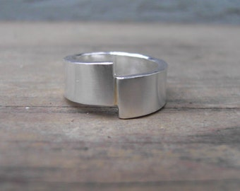 Drift Ring in Sterling Silver with 18k Gold seam, Alternative band, Handmade with Recycled Sterling Silver and Yellow Gold