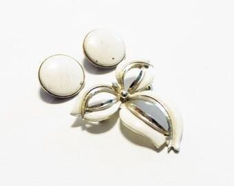 vintage pin brooch button earrings 1950s bow white enamel silvertone clip on set - lot