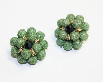 1940s earrings green sugar bead emerald kelly grass forest cluster beaded clip on earring set japan