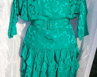 Gorgeous Sassy Vintage Green  Silk Dress Size M-L  Holidays Special Occasion St Patricks day Party