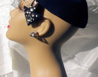 Vintage Art Deco Dark Blue Wool Felt Hat made by Abrahams Youngstown Ohio 22  c1940s
