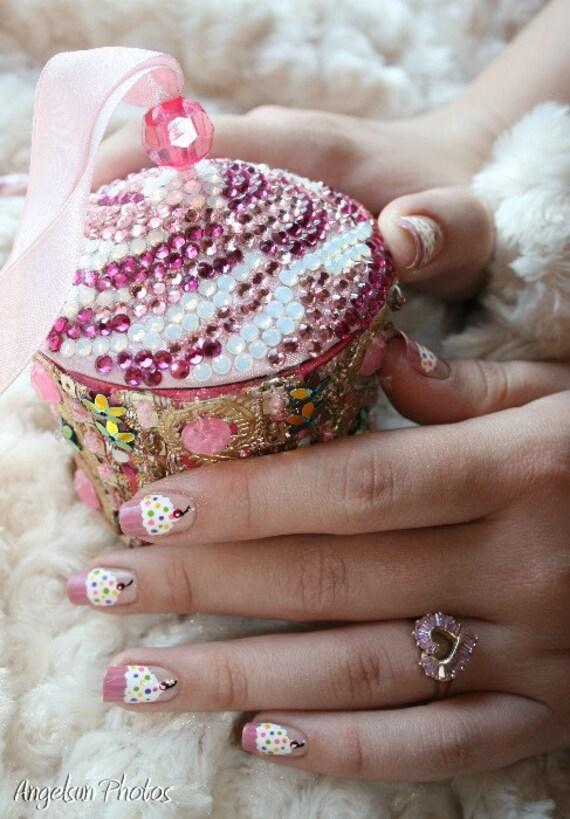 Cupcake Artificial Nail Art