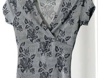 Stretchy Silvery Grey Rose Print Deep Plunge Neck 90s Shirt