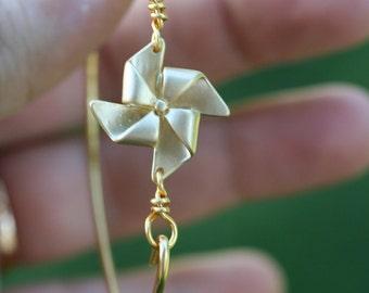 Windmill (pinwheel) gold bangle
