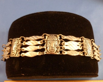 Great Tribal head silver toned bracelet (B52)